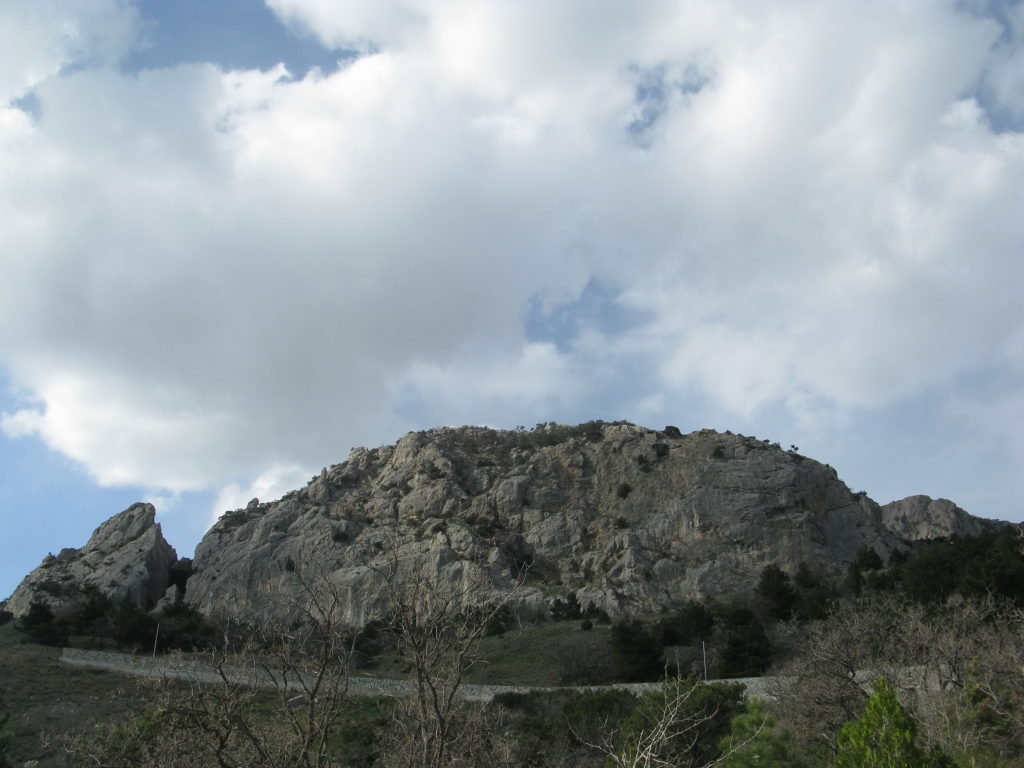 Мыс Сарыч. Скалы