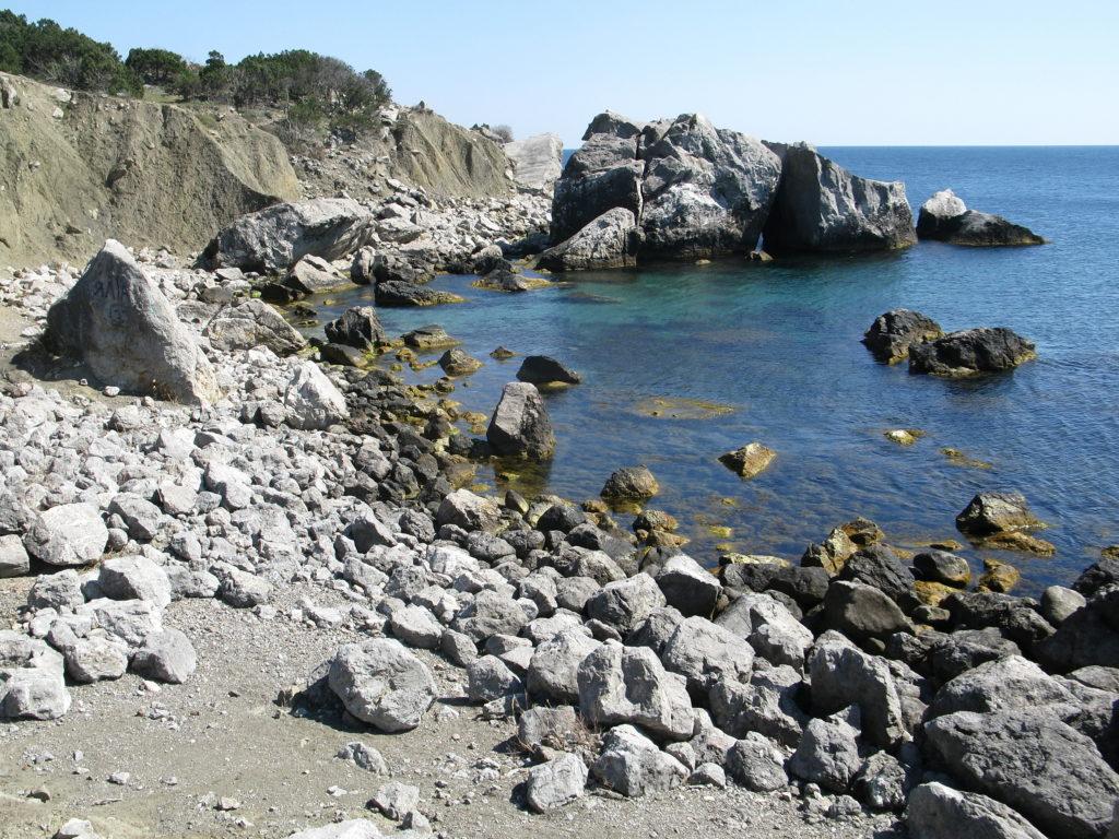 Мыс Сарыч. Берег моря
